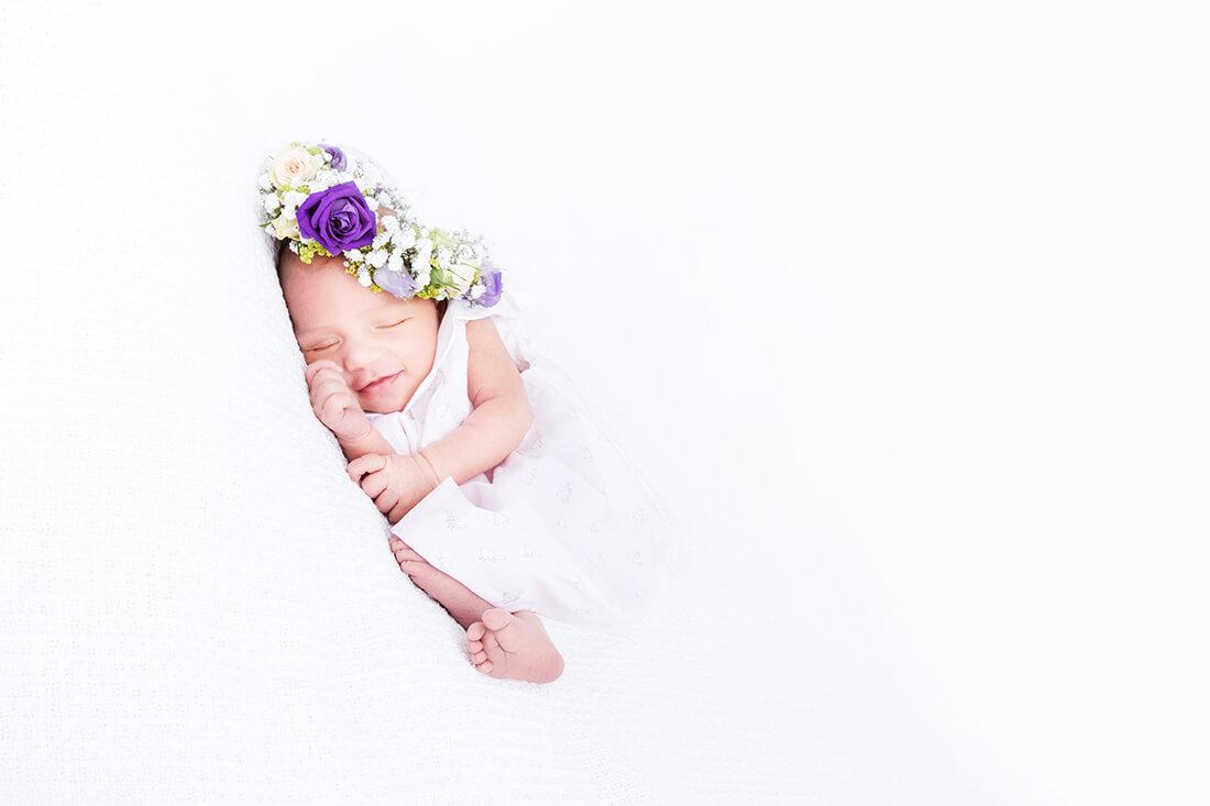 Neugeborenes schlafendes Baby