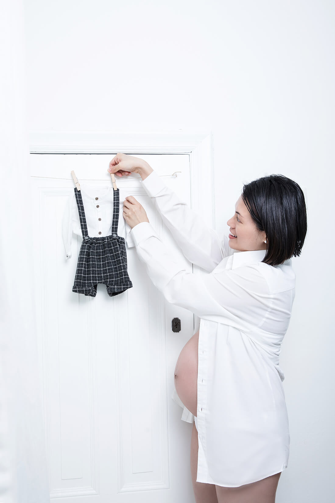 Werdende Mutter beim Babybauchshooting_Berlin © Miriam Ellerbrake, 2018