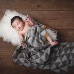 Neugeborenenfoto von Baby Elias© Miriam Ellerbrake, Kinderfotografie Berlin Prenzlauer Berg