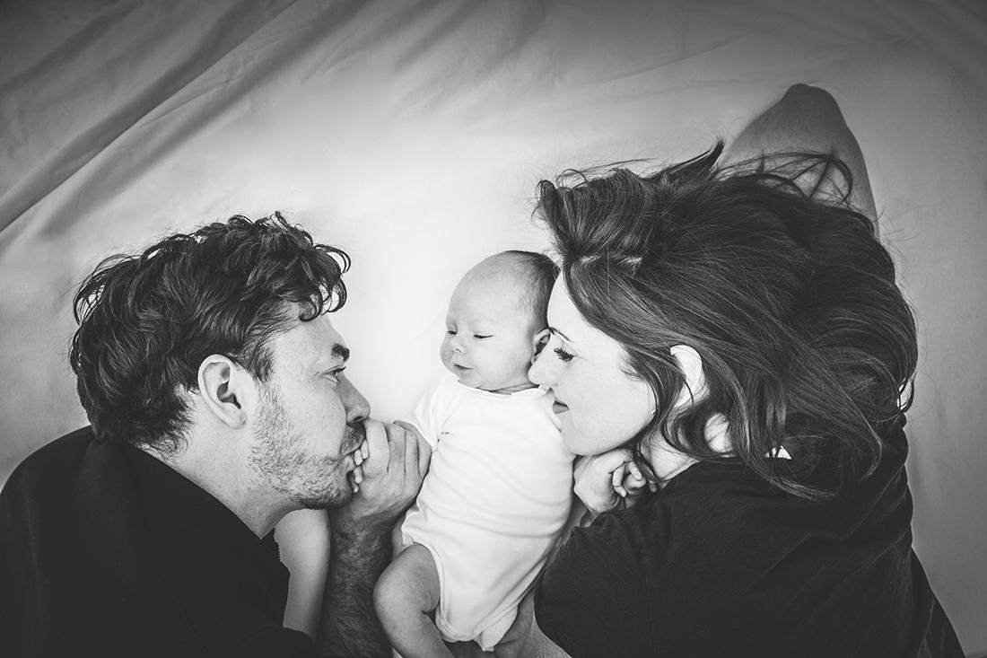 Familienportrait Familie mit Neugeborenem © Miriam Ellerbrake, Berlin