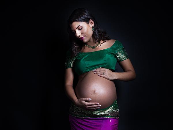 Werdende Mutter bei Babybauch_Shooting © Miriam Ellerbrake 2017
