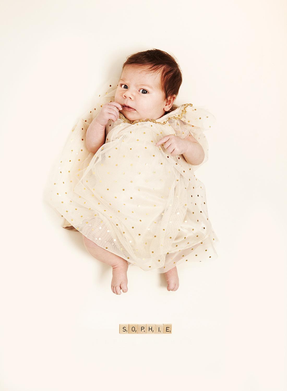 Neugeborenes im Weidenkorb @ Little Monkey Babyfotografie, Berlin