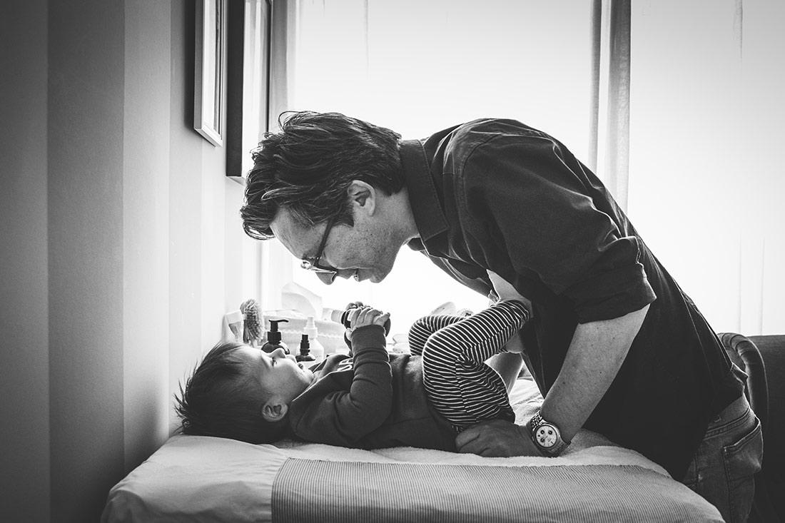 Vater und Sohn bei Familienreportage © Miriam Ellerbrake / Little Monkey Photography 2018