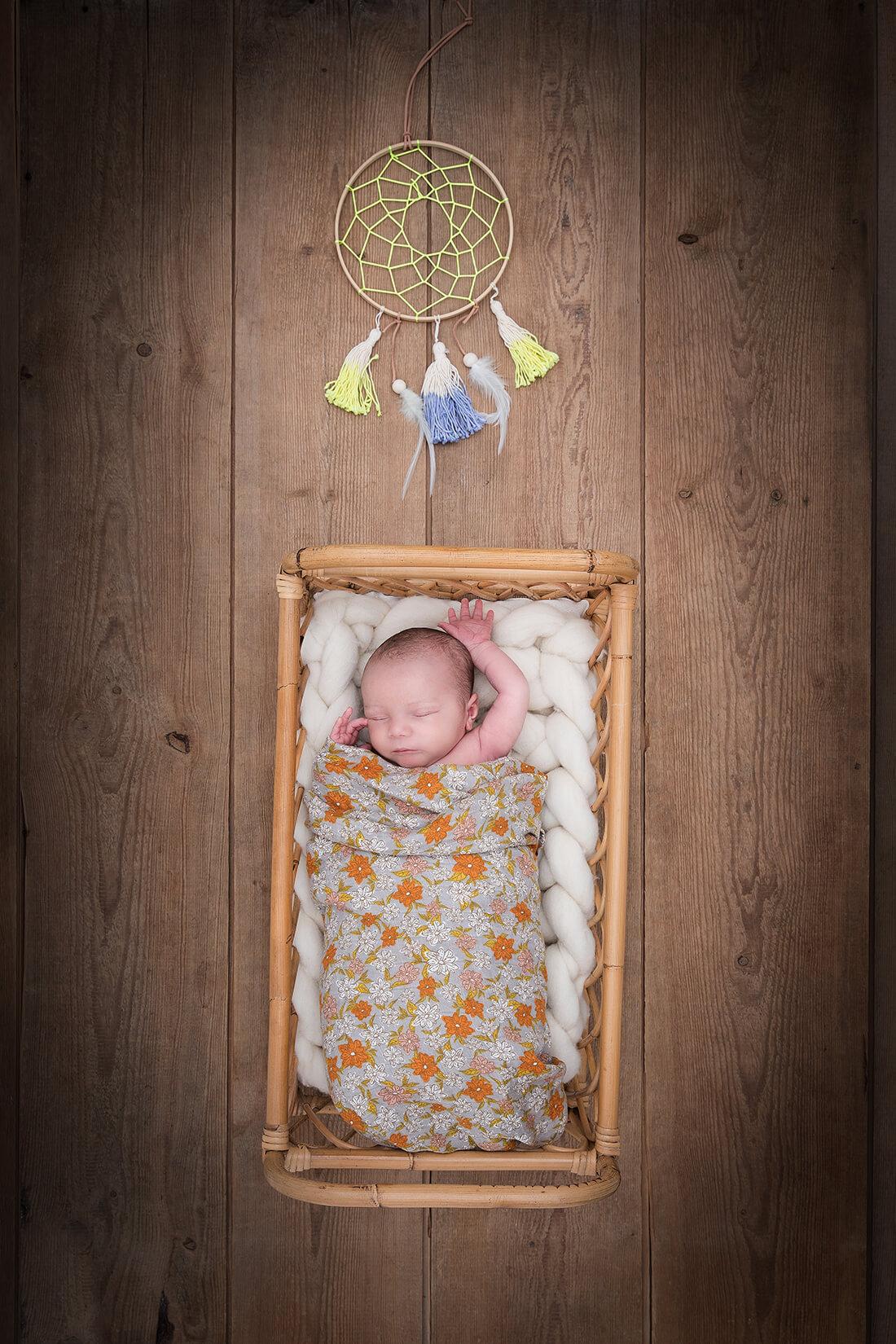 Neugeborenes in Bett liegend © Miriam Ellerbrake, Berlin 2018